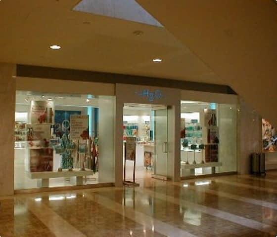 toronto commercial painters paint a store