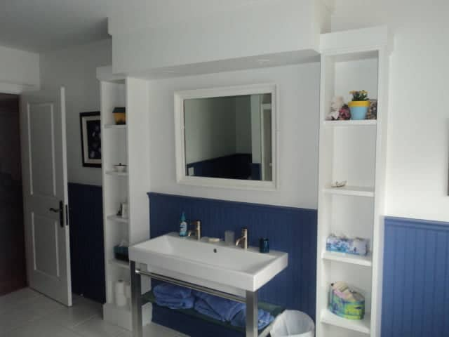 painting contractors in toronto-blue wainscoting